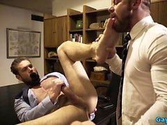 Tattoo gay dominans med cumshot