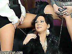 Фетишистов лесбиянки пальцев и мочи