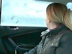 Divorced Frau den Arsch durch den Fahrer für eine kostenlose Tarif gebumst