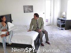 NannySpy Big tits nounou Amia Miley attrapé sur les caméras cachées