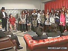 Cul chaud étudiant japonaise se fait caressa dans con weird show de sexe en