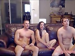 Mark et Heleni invités un autre stud pour trio sensuel