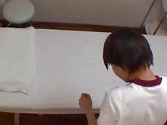 Troubled Schulmädchen gefickt von ihrem Masseur 3