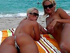 Blonde Lesbierin leckt Muschi