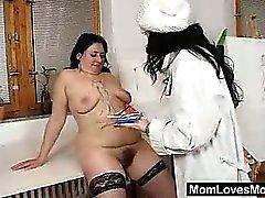 Gracie и Babeta мастурбировать плюс различных трахаются игрушками в