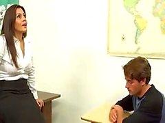 Total Mütter Lehrer hilft out boy