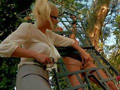 Vollbusige Krystal Webb immer von strengen blondes bestrafen