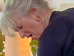 maldito abuela rubia de
