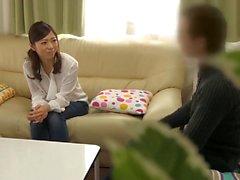 Hot Asian housewife on suhteessa aviomiesten kanssa yhteistyössä työntekijä