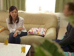 Hot femme au foyer asiatique a une liaison avec le mari co travailleur