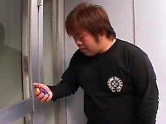 Affascinante Ragazza giapponese a apre le gambe polpose per un thro