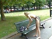 2 heisse reizvolle Mädchen zu blinken nackt in der Öffentlichkeit die Loveparade Deutschland