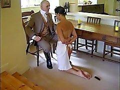 Homem disciplinas sua empregada