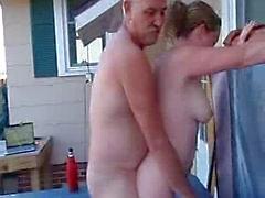 Mijn baas neukt Mijn Vrouw In de Outdoor Spa