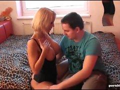 German Milf Porn - Reife blonde Hure fickt einen User
