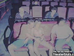 Tiny Tit Teen Petite Gang Bang in Porno-Theater gefickt