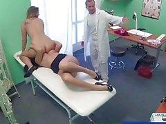 FakeHospital Doctor é para um trio sexy