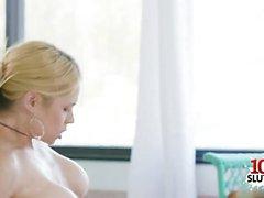 große Titten Pornostar Tittenfick mit Sperma auf Titten Video