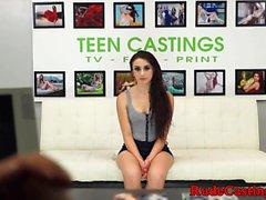 Asfixia de belleza joven real en bdsm casting