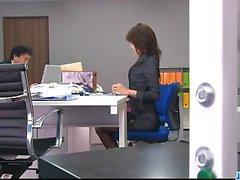 Ofis bimbo, Maki Hojo, fanny ile oynuyor