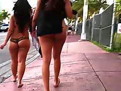 Latinen in Miami Florida Wandern in String Saite den Arsch - Voyeurs