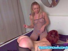 Trisha Uptown Spanks & Tickles ami pour être un Slut!