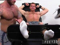 Mies alastonkuva jalka homo- Connor Maguire Kylmäsutikuivattu & Tickle vrk