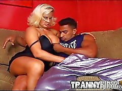 Trannies interracial trekant