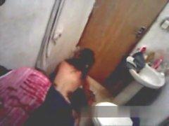 Fodendo keinen banheiro eo amigo filmando -www- sexolandia