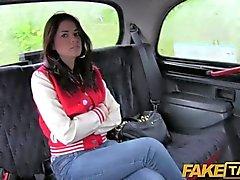 FakeTaxi - UK чав получает свою задницу отшлепать