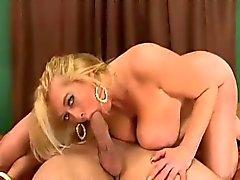 dai grossi seni cougar divorziata ama il sesso anali
