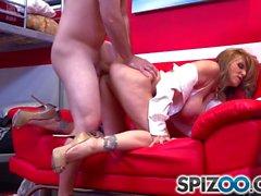Spizoo - Julia Ann knullar en stor hård dick, stora bytet och stora bröst
