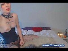 Kinky Tranny Prazer seu galo dentro de uma bichinha molhada