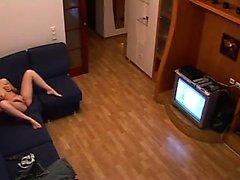 Donna di macchina fotografica nascosta in casa masturbazione