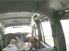 Schlampe Rothaarigen Fahrgast bekommt Muschi rammte von gefälschte Fahrer
