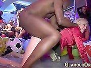 Glam Ho трахает во баня БиБиСи