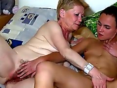 Mature woman loves to play with a teen