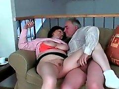 Vollbusig Grandma erfreut sich Hardcore-Sex