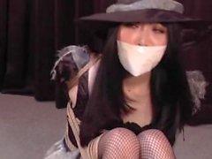 Japanische Hexe in der Knechtschaft