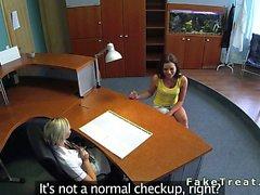 Nursle Biondo leccatura paziente sexy del in telecamera di sicurezza