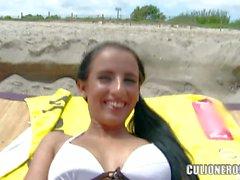 Schmaler personalisierten Botschaft Kerry Saugen ein Hahn auf den Strand