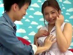 Büyük göğüsler Japon kız onun Creampie alır