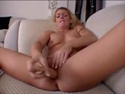 Nakedhotcamgirls Hottie Squirts avec le doigt gode