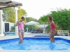 восхитительный бассейн мастурбацию друзей