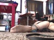 Extreme upparbetas Boy hands free jucka av golvet sats svårt mommy