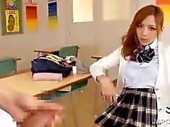 Азиатский горячие школьницей бормотушк на телефоне