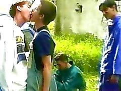 Fout binken vervelen tijdens picknick en ze beginnen te zoenen voordat fucking