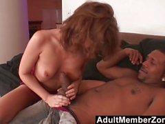 AdultMemberZone - Fiery Redhead will den Riesenschwanz des schwarzen Jungen