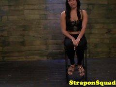 Paseos Sybian substitución lesbiano de strapon spitroasted
