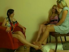 Politur Schemel für drei Damen ..